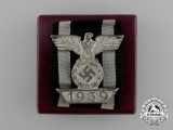 A Fine Clasp to the Iron Cross 1939 Second Class; 2nd Type; in its Original LDO Box of Issue