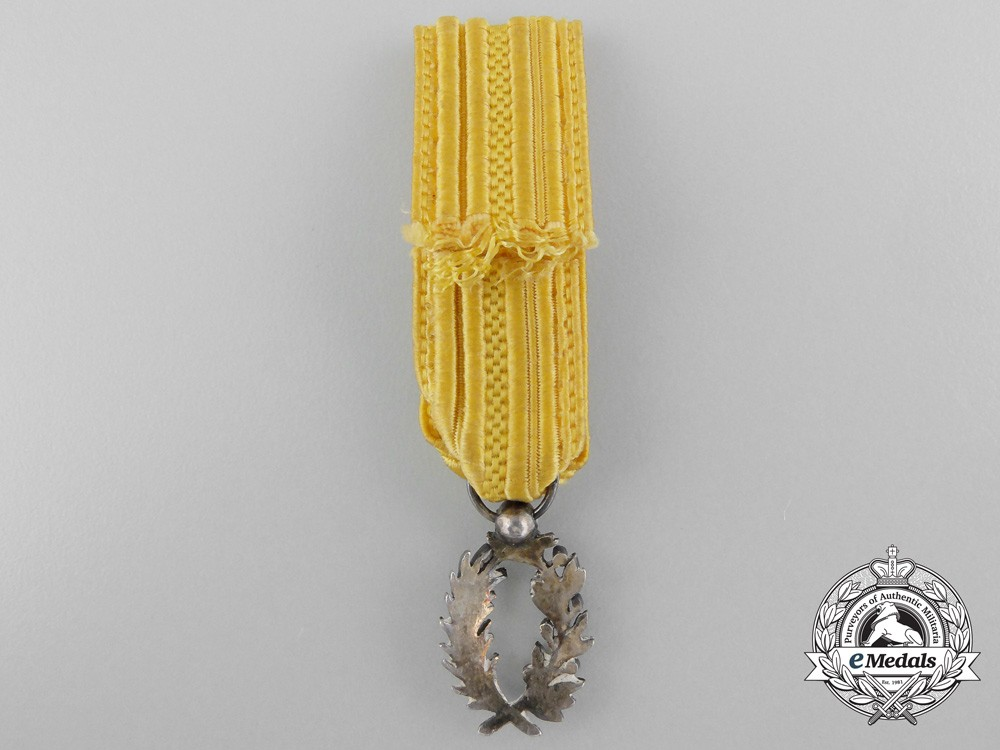 A fine set of miniature decorations awards and medals for Award decoration