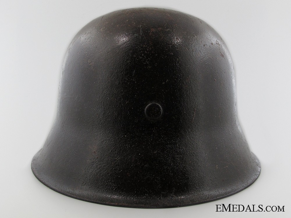 dating us military helmets Dating us military helmets the regular helmet shell chin strap was worn behind the head even as a intrenching tool should it be needed the helmet was useful.